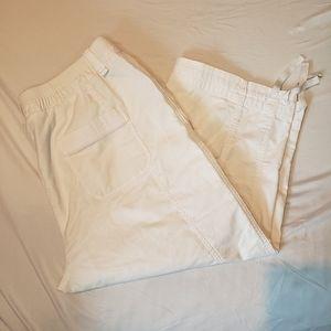 Alia white cargo capri pants size XL
